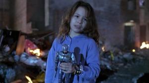 E ela ainda tem um bonequinho do Robocop. Que meigo.